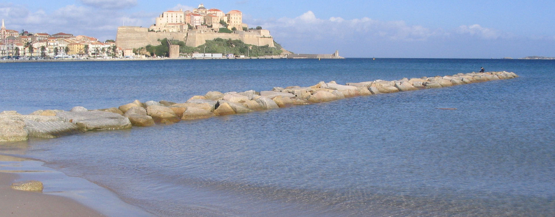 calvi-citadelle-plage-mer